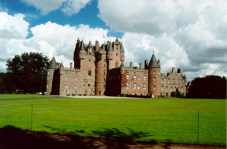 http://www.electricscotland.com/pictures/images/glamis_castle.jpg