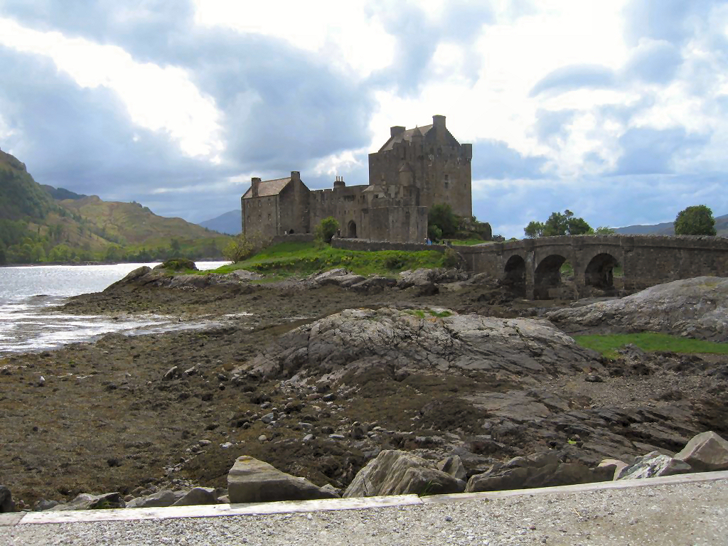 eilean donan castle james bond